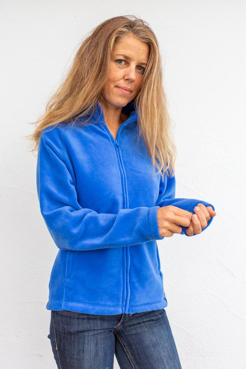 blau-damenfleece-für-Dialysepatienten-mit-individuellem-Reißverschluss-Diazipp-Dialyse-bekleidung