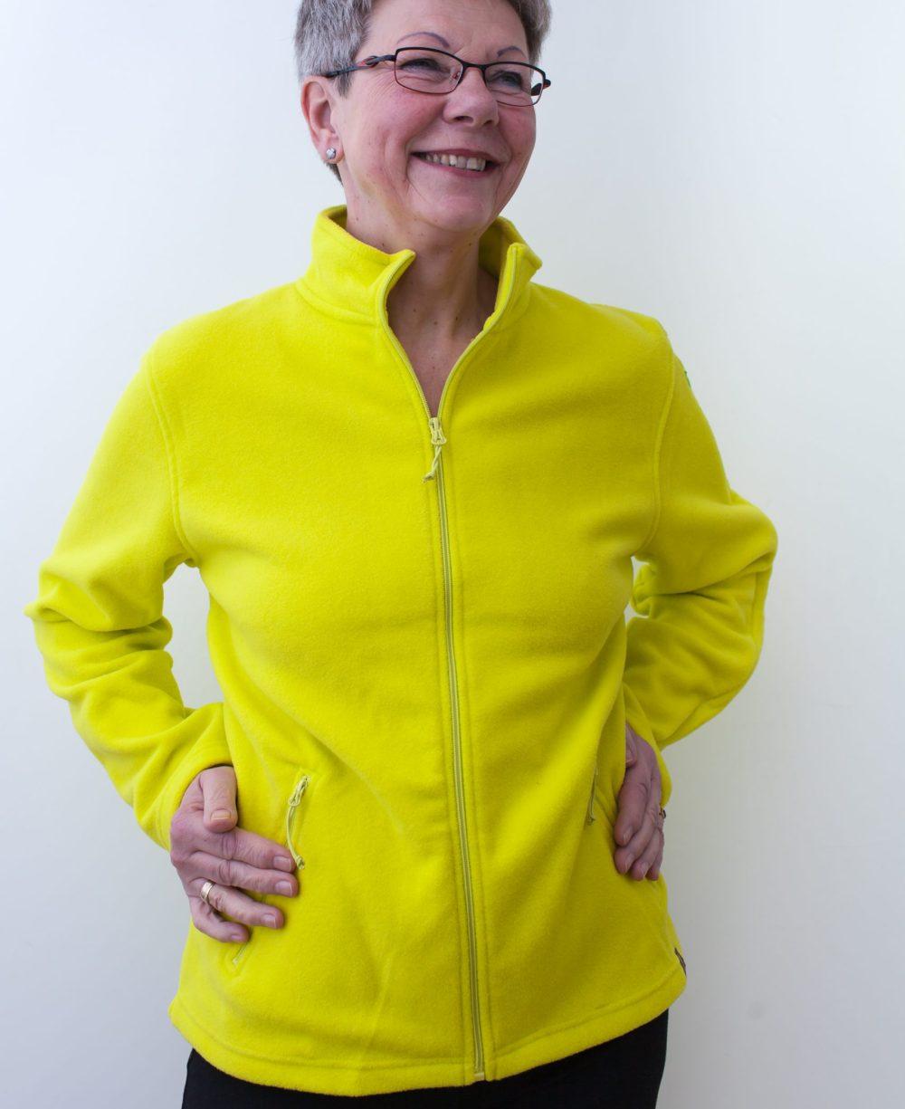 gelb-damenfleece-jacke-für-dialysepatienten-mit-individuellem-reißverschluss-diazipp-dialysebekleidung-3