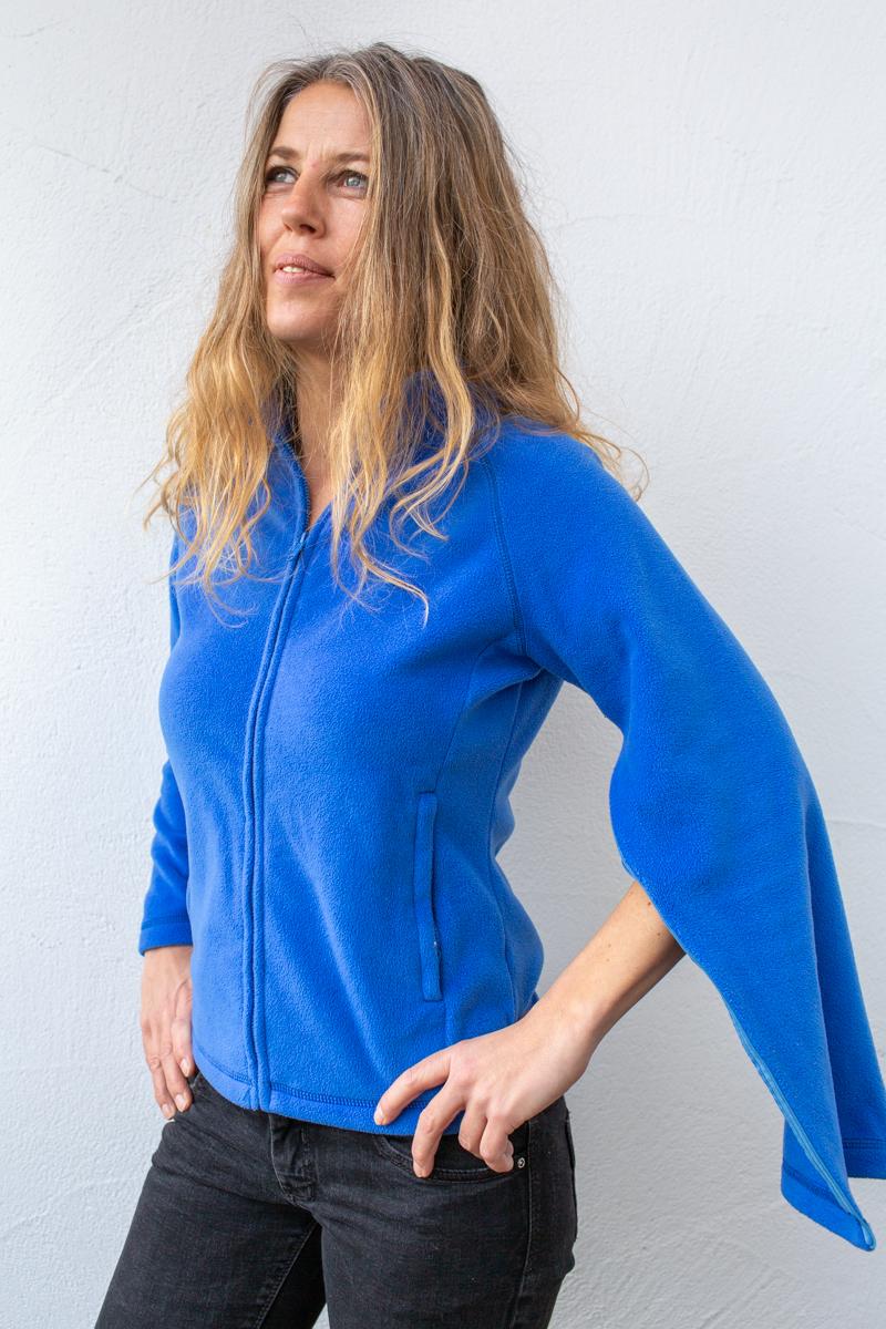 blau-Damenfleece-damenjacke-für-dialysepatienten-mit-individuellem-reißverschluss-diazipp-dialysebekleidung-2