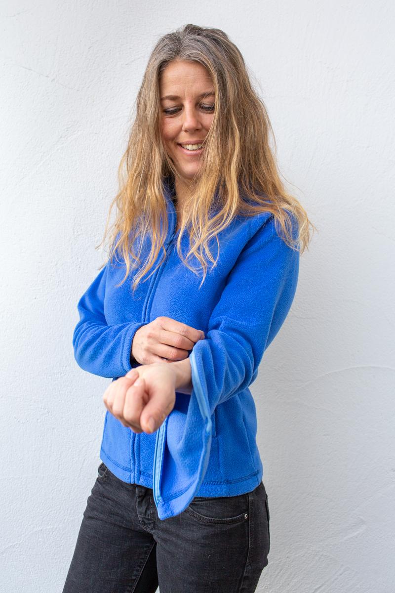 blau-Damenfleece-damenjacke-für-dialysepatienten-mit-individuellem-reißverschluss-diazipp-dialysebekleidung