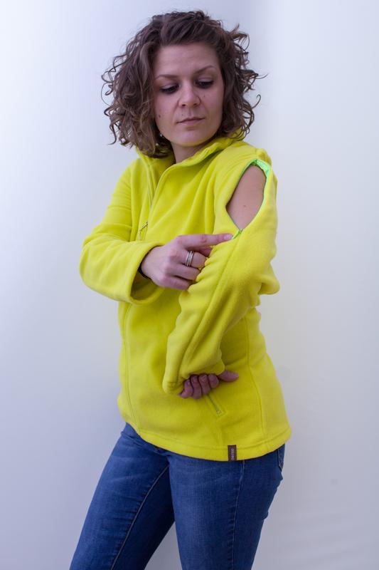 gelb-damenfleece-jacke-für-dialysepatienten-mit-individuellem-reißverschluss-diazipp-dialysebekleidung-2