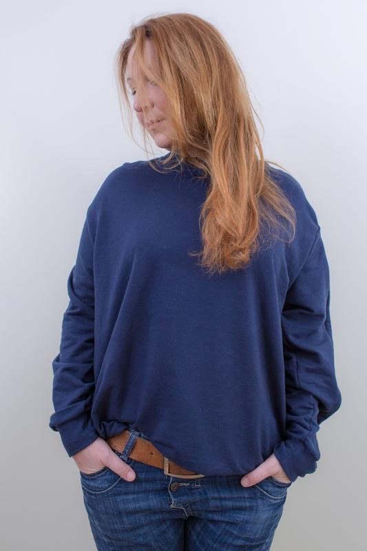 dunkelblau-damen-pullover-mit-individuellem-reißverschluss-für-dialysepatienten-diazipp