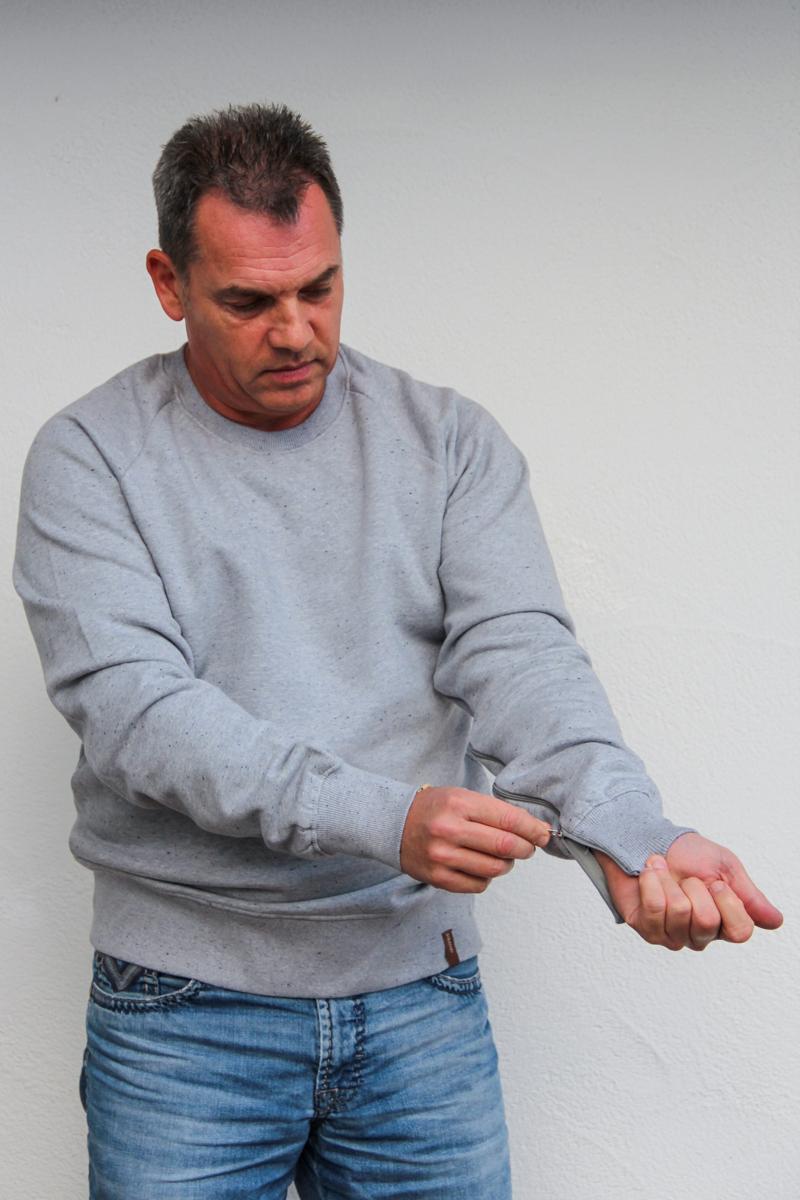 hellgrau-herren-pullover-für-dialysepatienten-mit-individuellem-reißverschluss-diazipp-dialysebekleidung-3