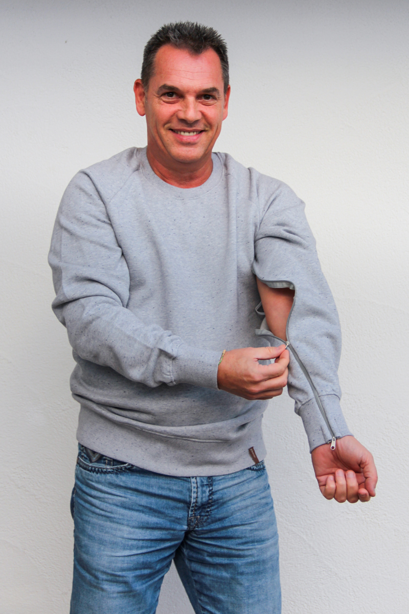 hellgrau-herren-pullover-für-dialysepatienten-mit-individuellem-reißverschluss-diazipp-dialysebekleidung-2