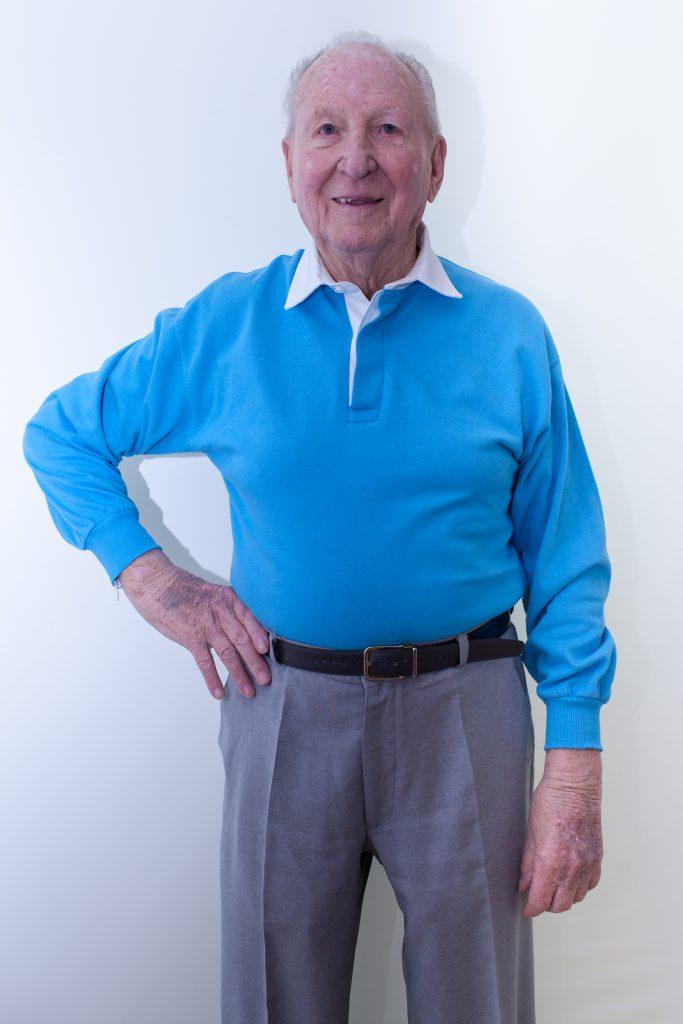 blau-herren-pullover-für-dialysepatienten-mit-individuellem-reißverschluss-diazipp-dialysebekleidung-Kundenstimmen-Schobert