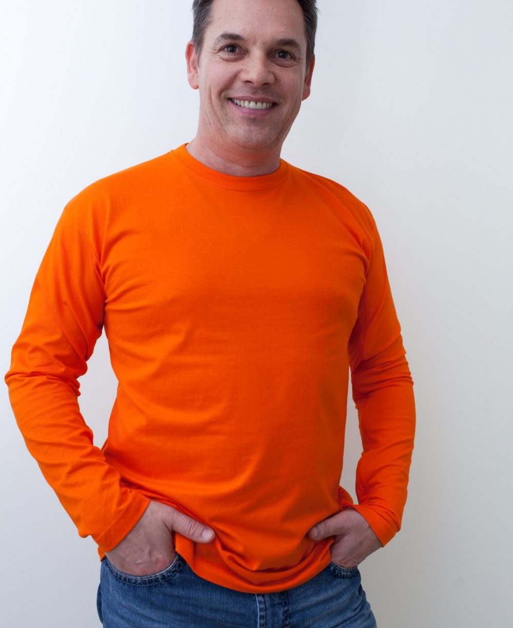 orange-Herrenshirt-für-dialysepatienten-mit-individuellem-reißverschluss-diazipp-dialysebekleidung-2