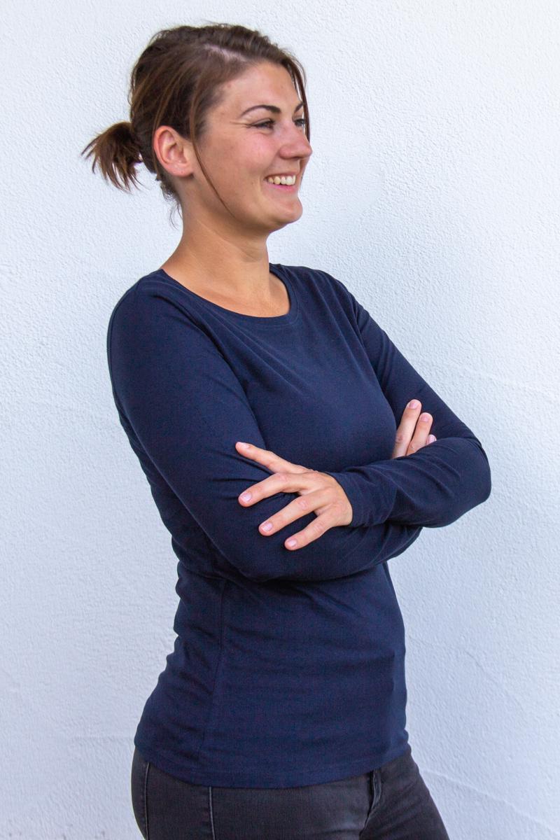 dunkelblau-Damen-shirt-für-Dialysepatienten-mit-individuellem-Reißverschluss-Diazipp-Dialyse-Bekleidung-Dialyse-Infusion
