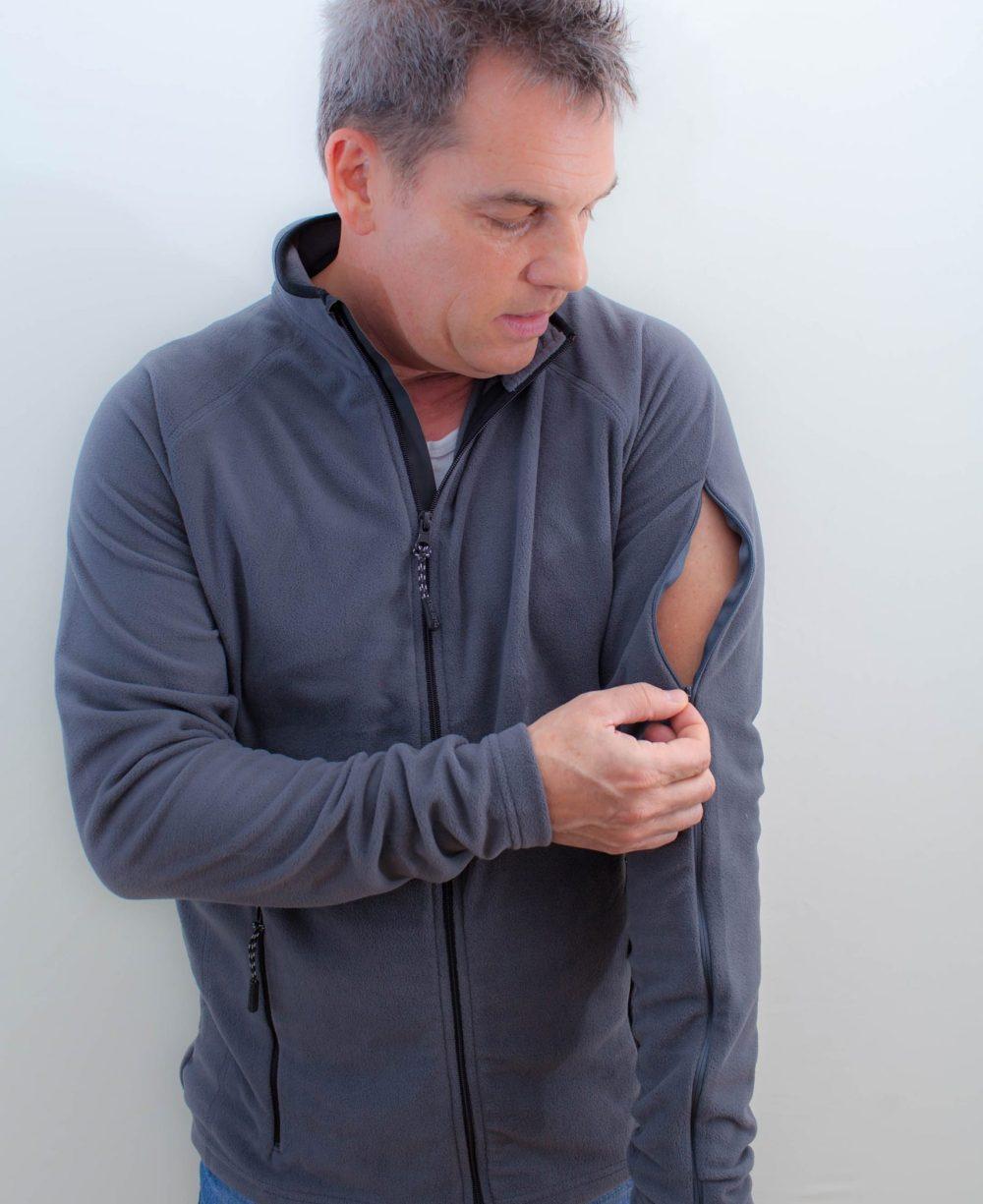 grau-Herrenfleece-für-dialysepatienten-mit-individuellem-reißverschluss-diazipp-2