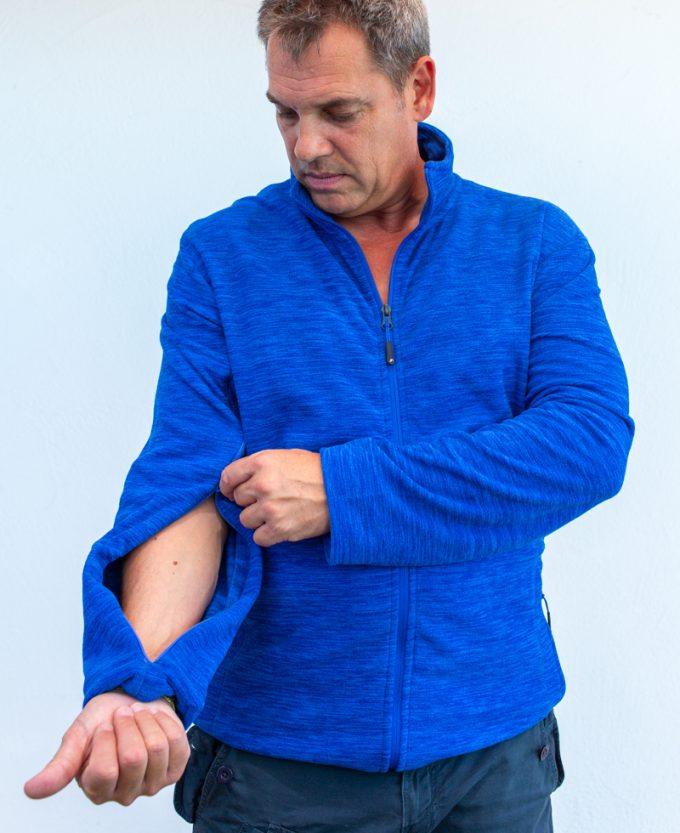 dunkelblau-Herrenpoloshirt-für-dialysepatienten-mit-individuellem-reißverschluss-diazipp-dialysebekleidung