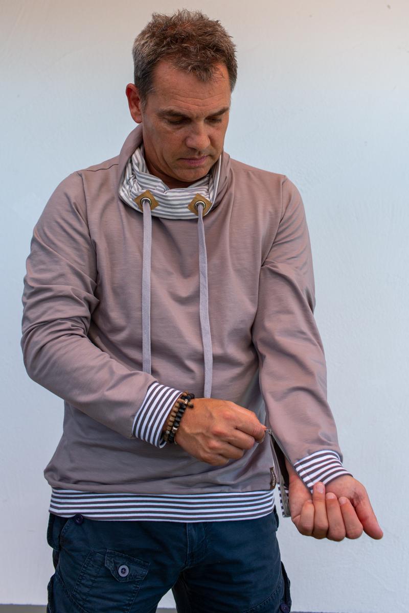 beige-weiss-Herre-pullover-für-dialysepatienten-mit-individuellem-reißverschluss-diazipp-dialysebekleidung-2