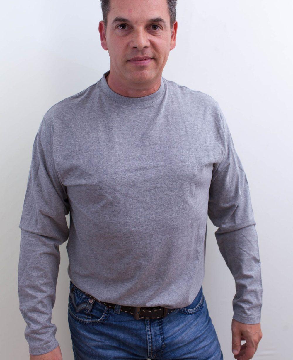 grau-Herrenshirt-für-dialysepatienten-mit-individuellem-reißverschluss-diazipp-dialysebekleidung