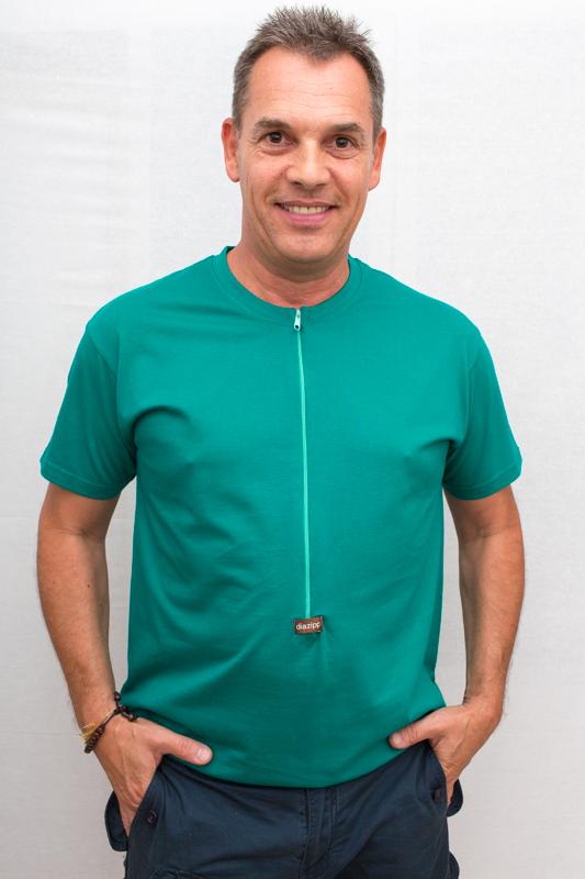 emerald-Herren-Kurzarmshirt-für-dialysepatienten-mit-individuellem-reißverschluss-diazipp-dialysebekleidung