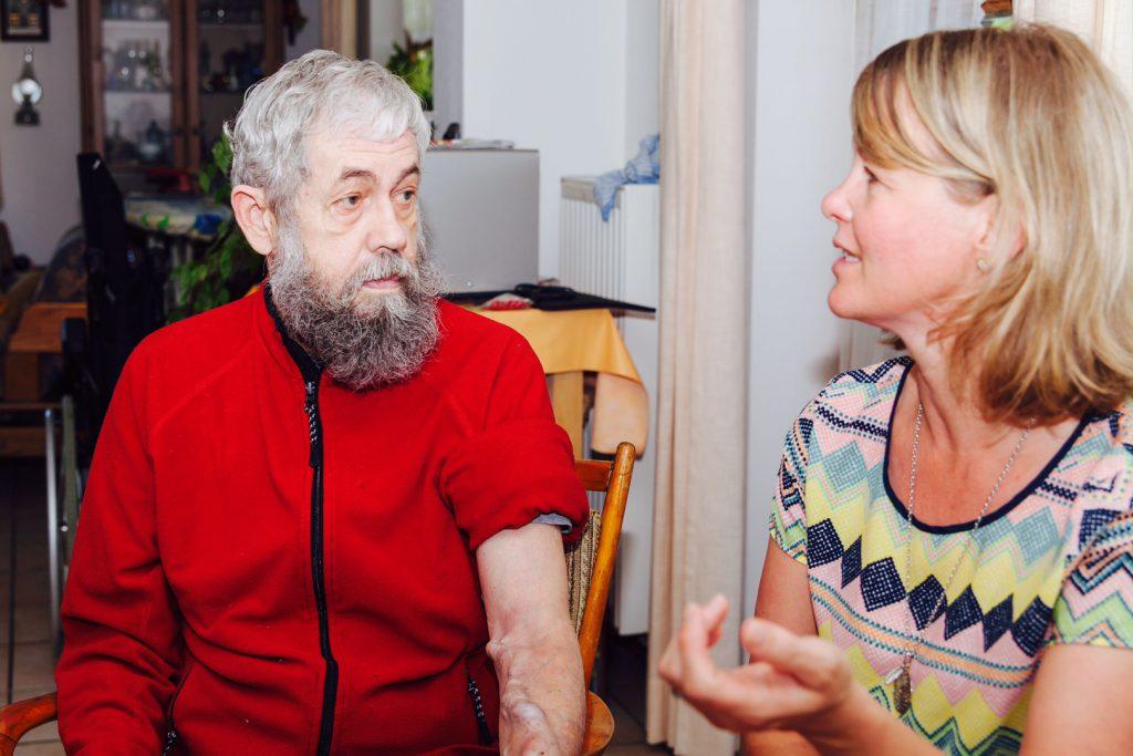 rot-herrenfleece-jacke-für-dialysepatienten-mit-individuellem-reißverschluss-dialysebekleidung-diazipp-Kundenstimmen-Moris