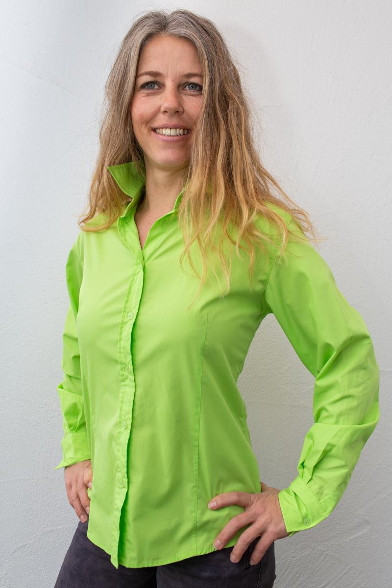 grün-damen-bluse-für-dialysepatienten-mit-individuellem-reißverschluss-diazipp-dialysebekleidung-3