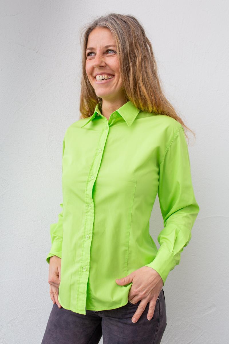 grün-damen-bluse-für-dialysepatienten-mit-individuellem-reißverschluss-diazipp-dialysebekleidung-2