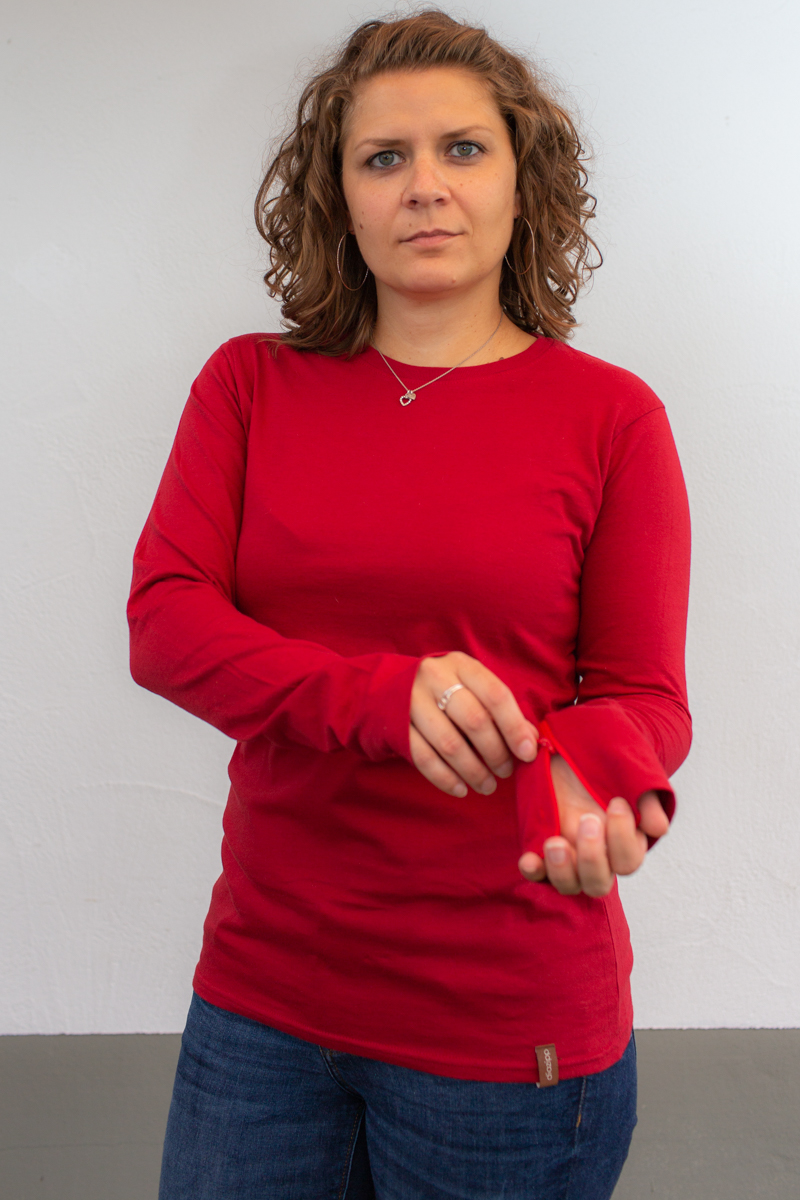 rot-damen-bluse-für-dialysepatienten-mit-individuellem-reißverschluss-diazipp-dialysebekleidung-dialyse-port-3