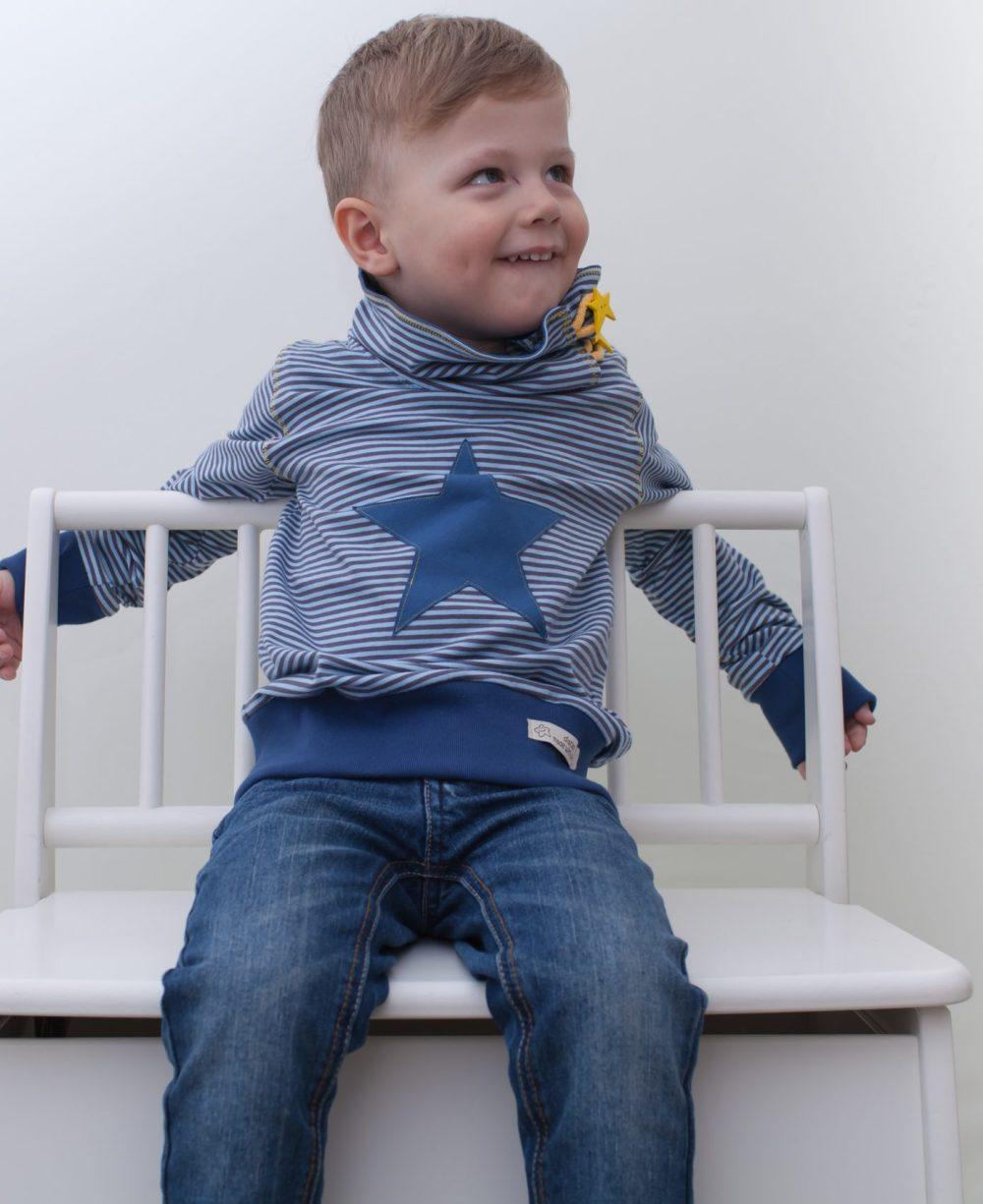 blau-kinder-junge-pullover-für-dialysepatienten-mit-individuellem-reißverschluss-diazipp-dialysebekleidung-2