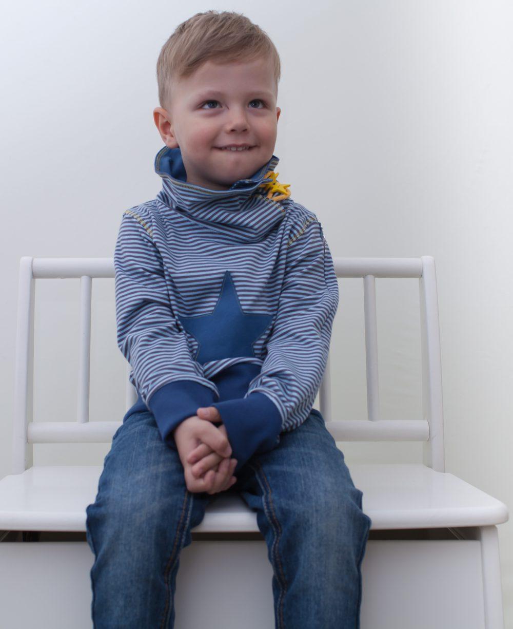 blau-kinder-junge-pullover-für-dialysepatienten-mit-individuellem-reißverschluss-diazipp-dialysebekleidung-3