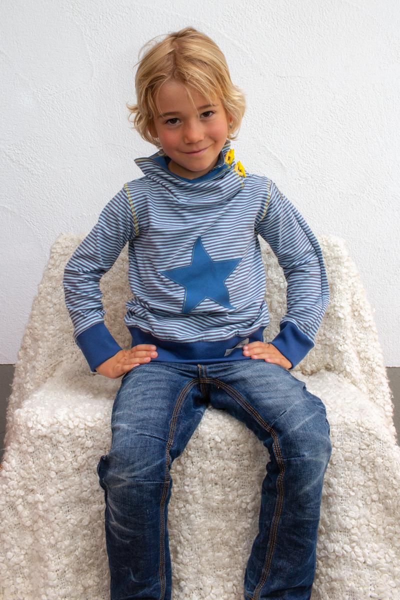 blau-kids-junge-pullover-für-dialysepatienten-mit-individuellem-reißverschluss-diazipp-dialysebekleidung-2