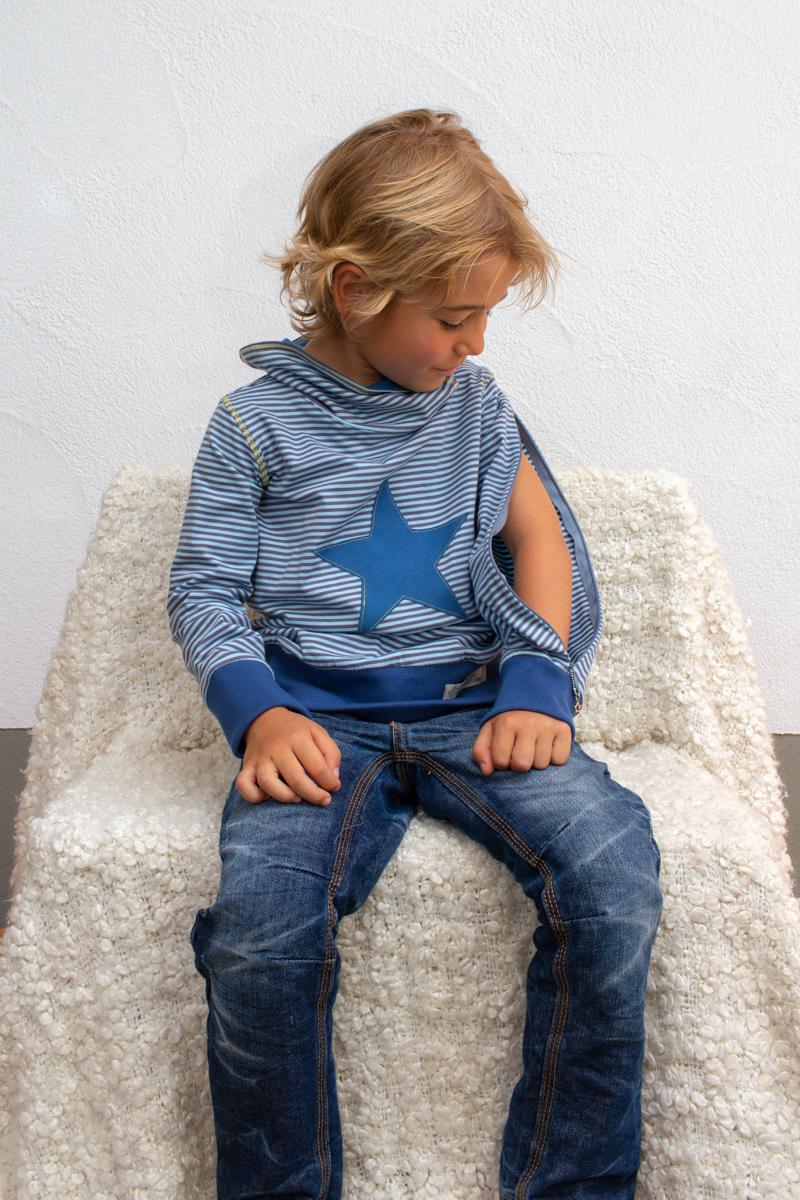 blau-kids-junge-pullover-für-dialysepatienten-mit-individuellem-reißverschluss-diazipp-dialysebekleidung