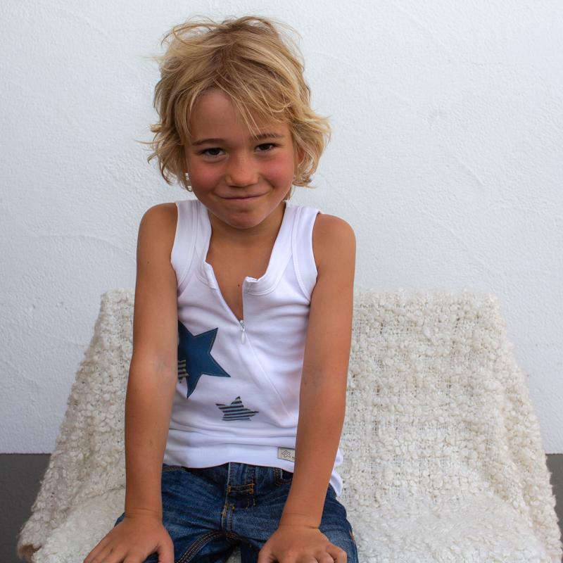 weiss-kinder-Sternchenunterhemd-für-dialysepatienten-mit-individuellem-reißverschluss-diazipp-dialysebekleidung-4