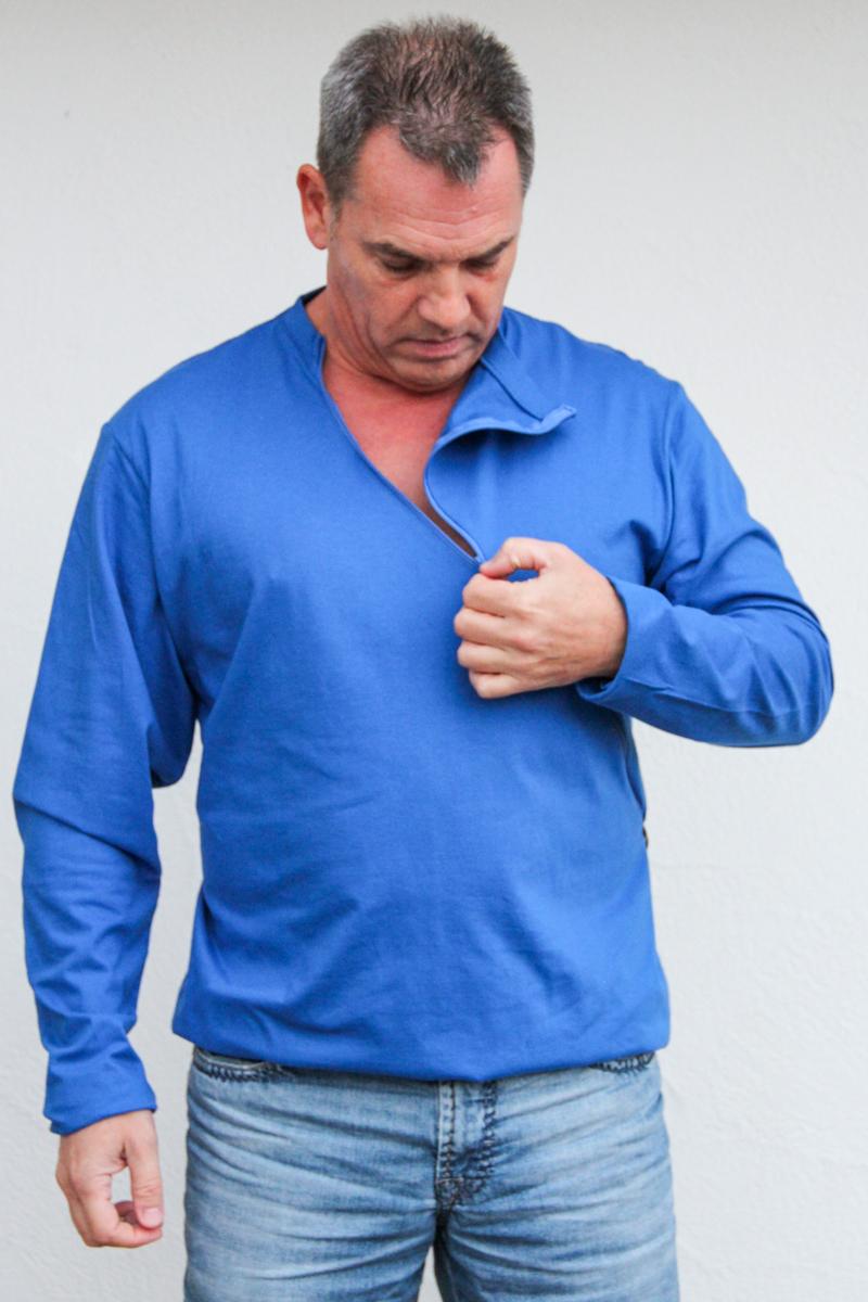 blau-herren-pullover-für-dialysepatienten-mit-individuellem-reißverschluss-diazipp-dialysebekleidung-für-Katheter-4