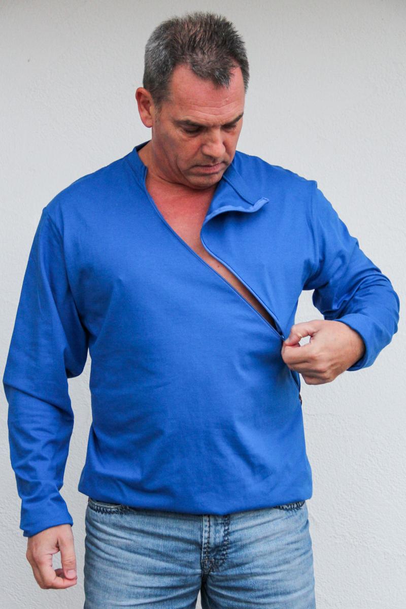 blau-herren-pullover-für-dialysepatienten-mit-individuellem-reißverschluss-diazipp-dialysebekleidung-für-Katheter-3