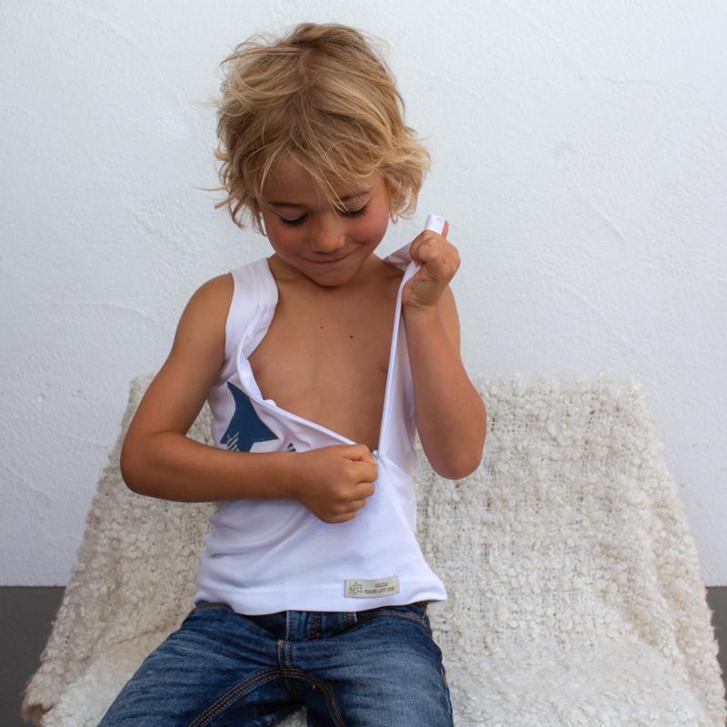 weiss-kinder-Sternchenunterhemd-für-dialysepatienten-mit-individuellem-reißverschluss-diazipp-dialysebekleidung-5