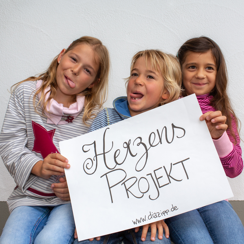 kids-pullover-für-dialysepatienten-mit-individuellem-reißverschluss-diazipp-dialysebekleidung-herzens-projekt