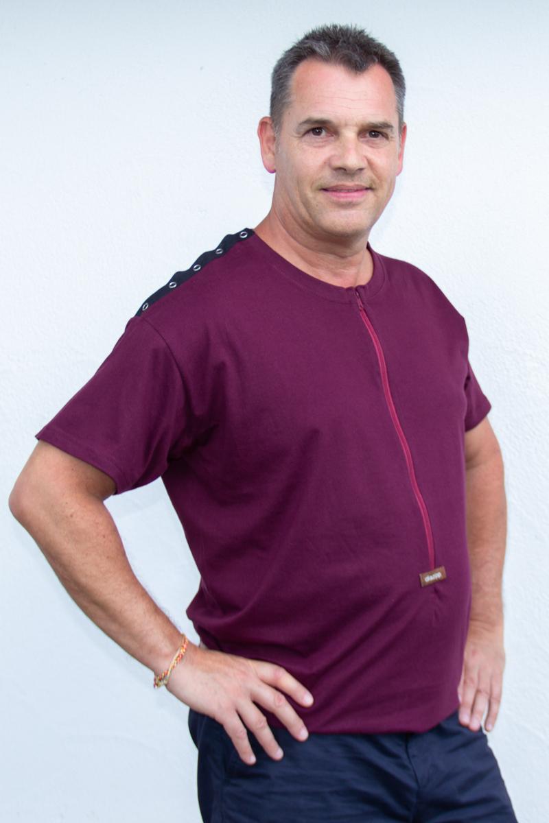 lila-Herren-Funktionsshirt-für-Dialysepatienten-Diazipp-Dialyse-Bekleidung-für-Port-und-Infusion