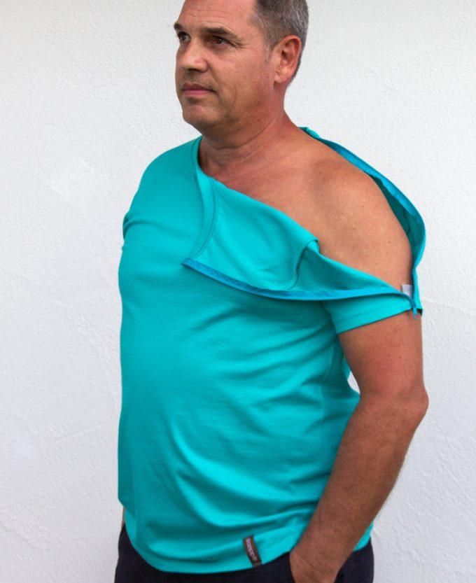 ozeanblau-Herren-Funktionsshirt-für-Dialysepatienten-mit-individuellem- Reißverschluss-Diazipp-Dialyse-Bekleidung-für-Port-und-Infusion