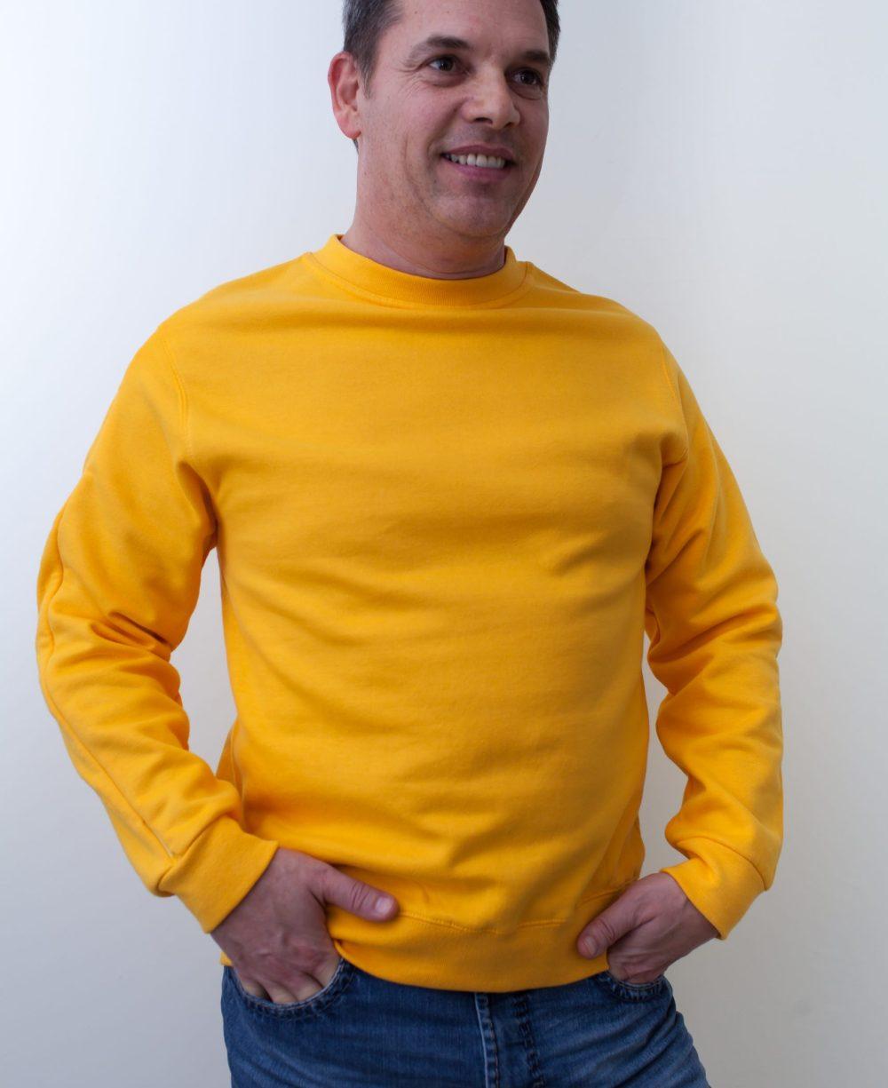 gelb-Herren-Rollkragenshirt-für-Dialysepatienten-mit-individuellem-Reißverschluss-Diazipp-Dialyse-bekleidung