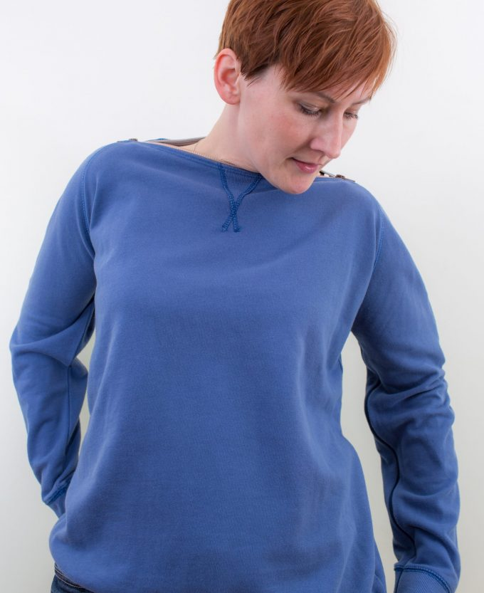 blau-Damen-Pullover-für-Dialysepatienten-mit-individuellem- Reißverschluss-Diazipp-Dialyse-Bekleidung-Dialyse-Infusin