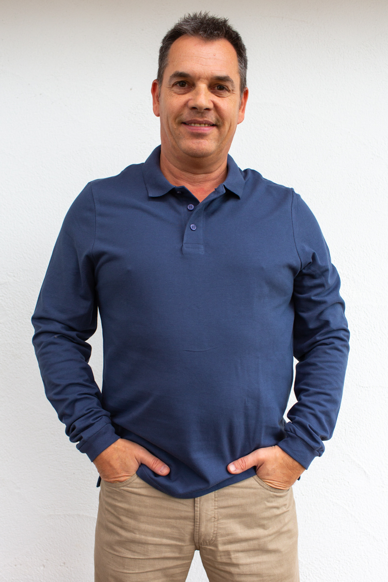 jeansblau-Herren-Rollkragenshirt-für-Dialysepatienten-mit-individuellem- Reißverschluss-Diazipp-Dialyse-Bekleidung